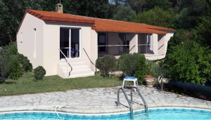 provence-centre-outside-swimming-pool-kitchen