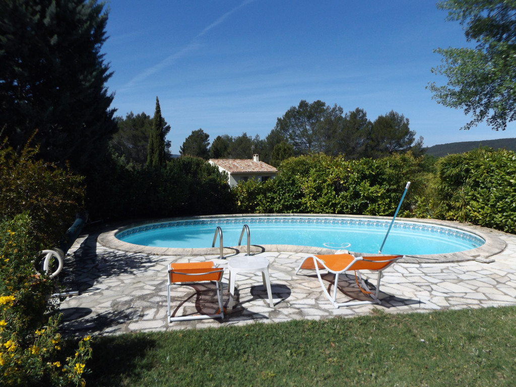 provence-centre-swimming-pool-hill-view